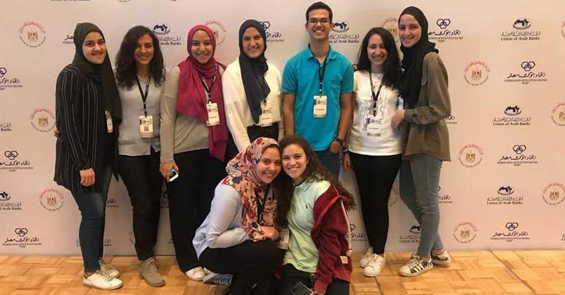 طلاب بكلية التجارة جامعة عين شمس يشاركون في معرض ابتكارات التكنولوجيا المالية