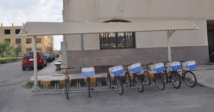 جامعة كفر الشيخ توفر أماكن انتظار لدراجات وسيارات الطلاب
