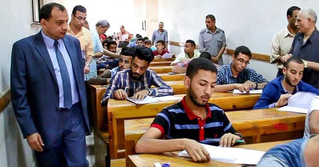 رئيس جامعة بني سويف يتفقد لجان الامتحانات في 3 كليات
