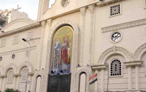 طالب يحاول ذبح حارس كنيسة القديسين بالإسكندرية (فيديو)