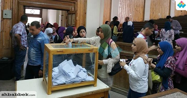 إقبال كبير على انتخابات الفرقة الثانية بكلية تجارة القاهرة وهدوء في باقي اللجان