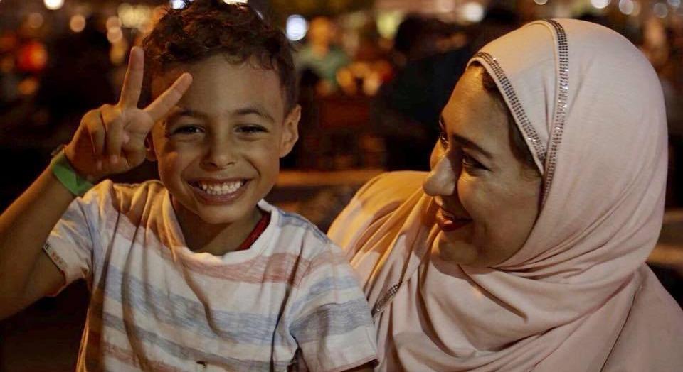 «سارة».. رحّالة في المحافظات لتروي لصغيرها «حدوتة مصرية»