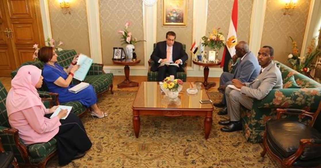 وزير التعليم العالى يبحث آليات تيسير الإجراءات على الطلاب الصوماليين في مصر