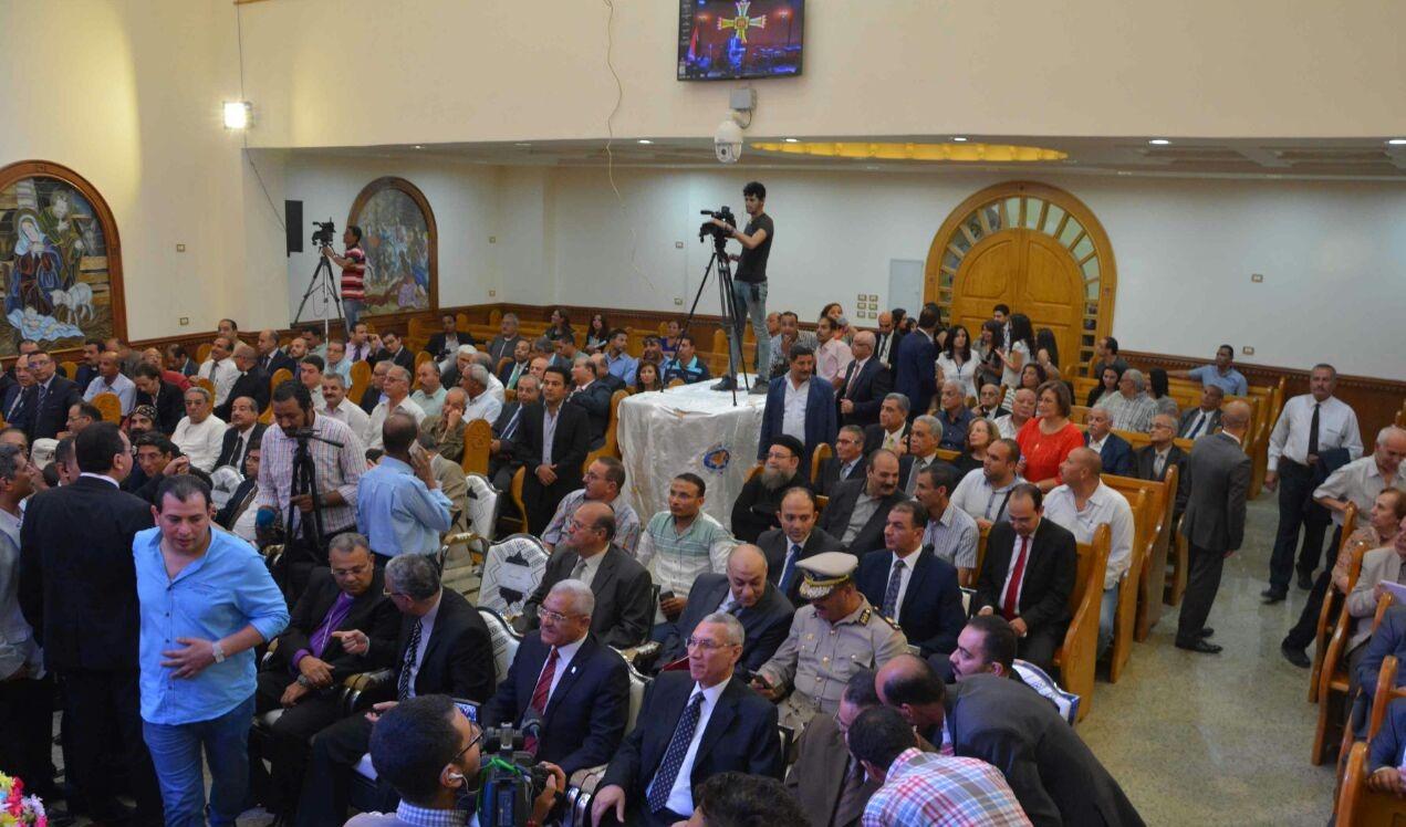 رئيس جامعة المنيا يشارك بافتتاح الكنيسة الإنجيلية في بني مزار