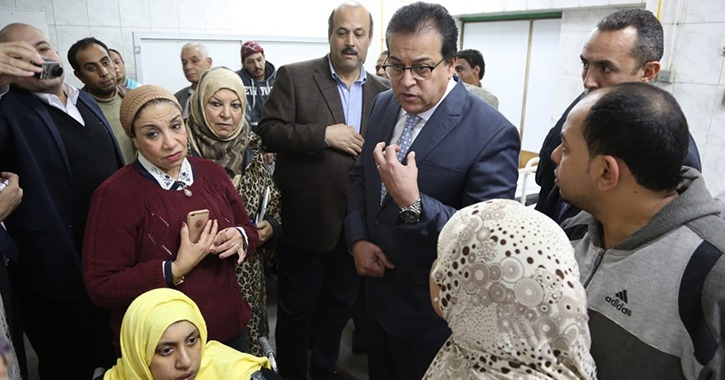 زيارة مفاجئة من وزير التعليم العالي لمستشفى قصر العيني