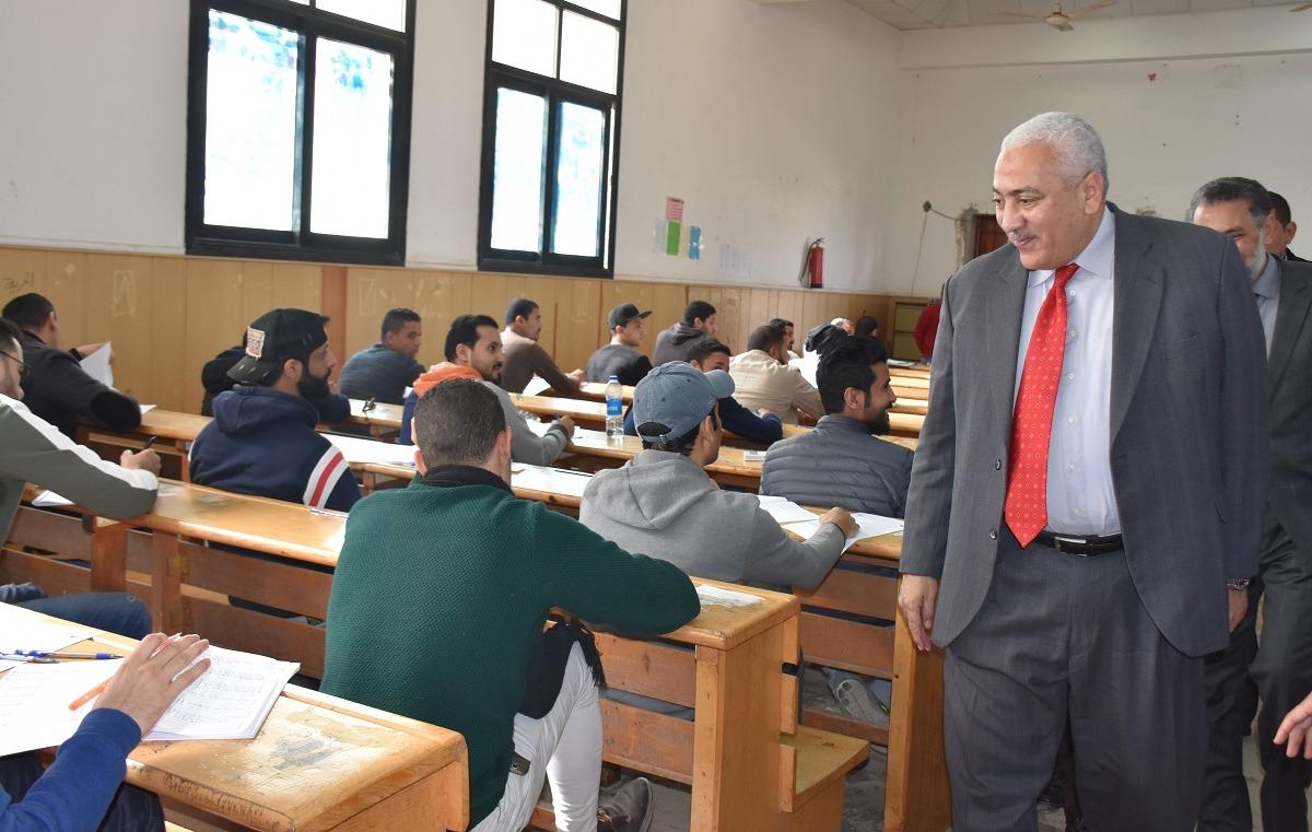 صور| رئيس جامعة السادات يتفقد لجان الامتحانات