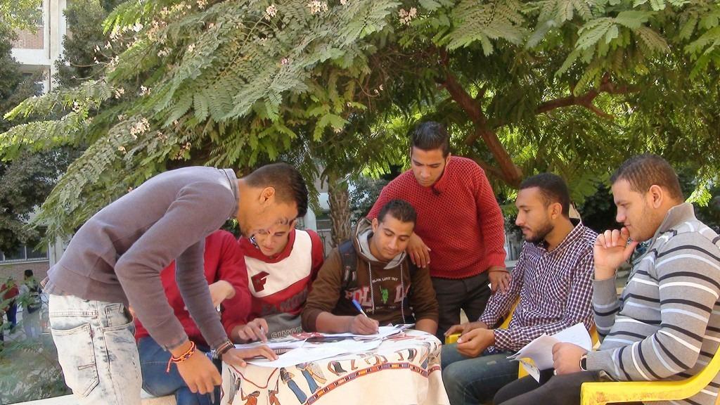 صور| طلاب جامعة المنيا يتوافدون على سحب استمارات الترشح لاتحاد الطلاب