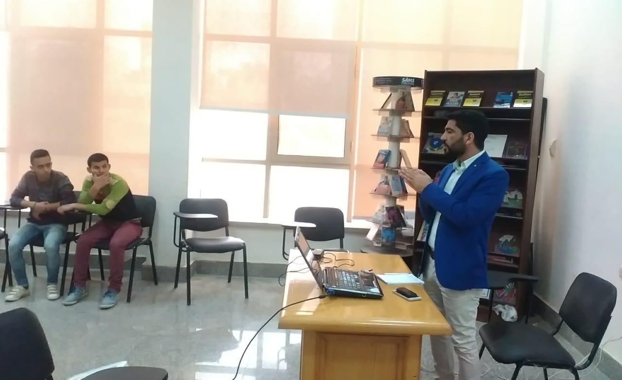 ندوة عن دور الإعلام في التنمية بسفارة المعرفة بجامعة الفيوم (صور)