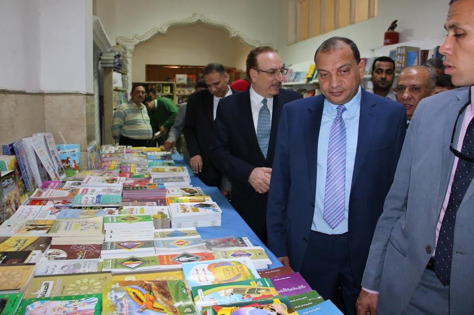 افتتاح معرض كتاب روزاليوسف في جامعة بني سويف.. البيع بأسعار رمزية