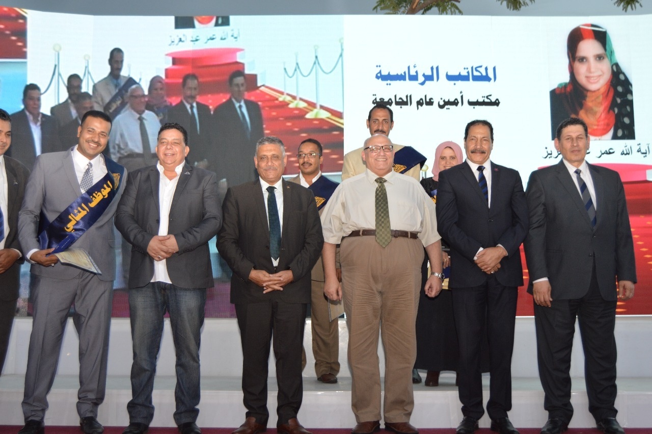 جامعة عين شمس تكرم 280 موظف وعامل