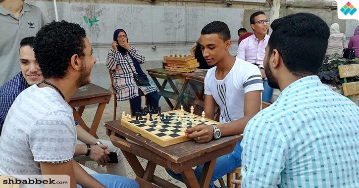 كلية التجارة جامعة القاهرة تستقبل الطلاب بالأغاني الوطنية «صور»