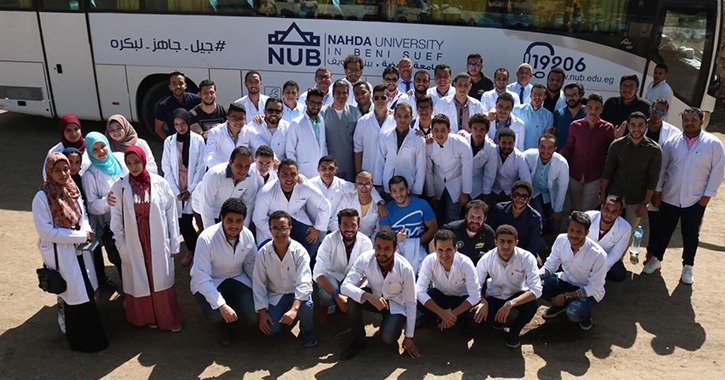 جامعة النهضة تنظم قافلة طبية لأهالي قرية «كوم الصعايدة» ببنى سويف (صور)