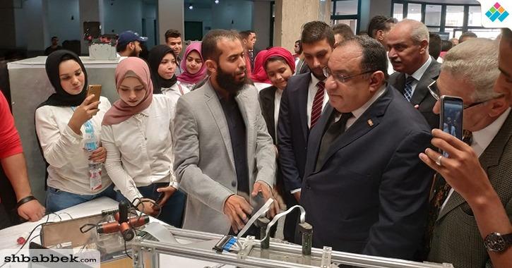 http://shbabbek.com/upload/رئيس جامعة حلوان يقيم اختراعات الطلاب في معرض الابتكارات