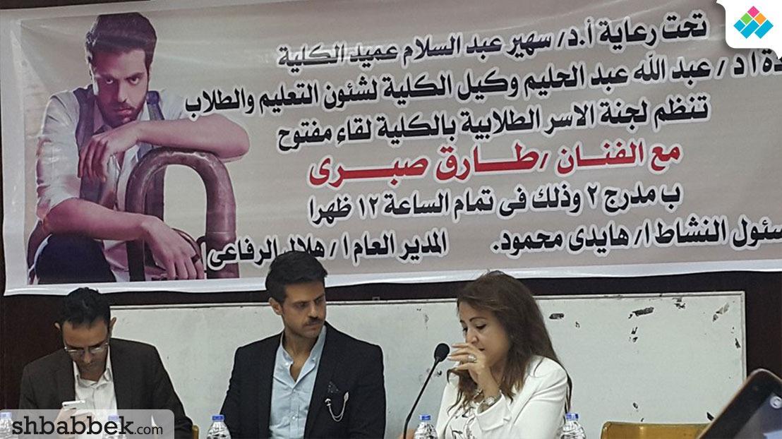 «آداب حلوان» تستضيف الفنان طارق صبري.. بماذا نصح الطلاب؟