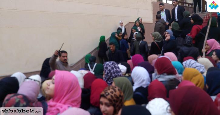 تدافع بين الطلاب والأمن لحضور ندوة الفنان محمد صبحي بجامعة المنصورة