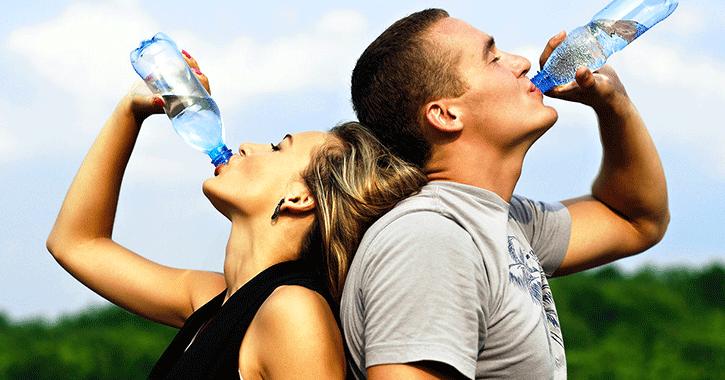 دراسة: شرب الماء من زجاجات بلاستيكية قد يسبب تسمم