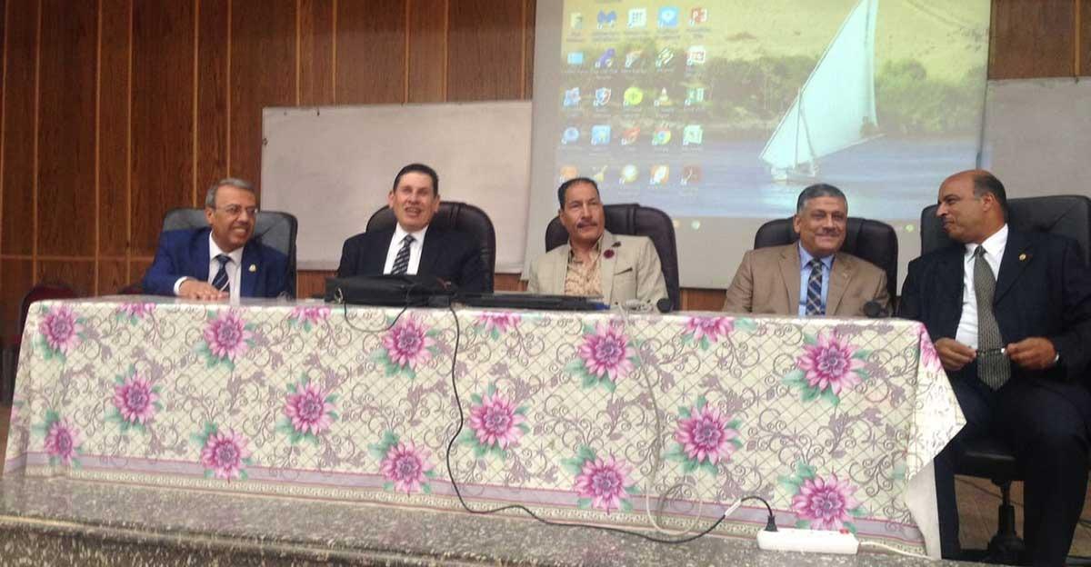 نواب رئيس جامعة عين شمس يستقبلون طلاب الكليات الجدد