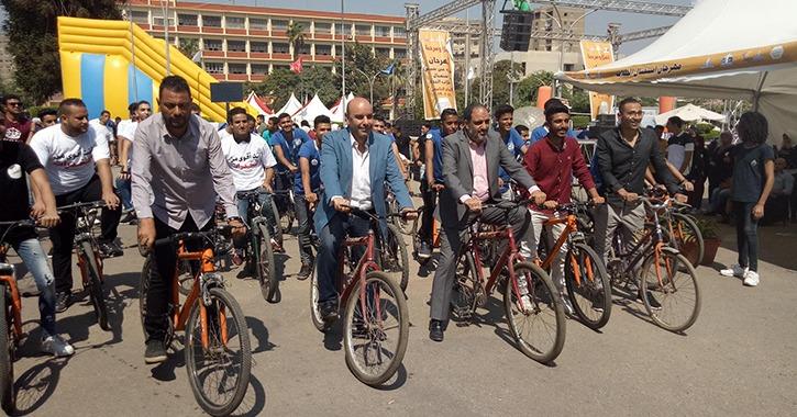 ماراثون دراجات وتنّورة.. جامعة عين شمس تستكمل فعاليات استقبال الطلاب