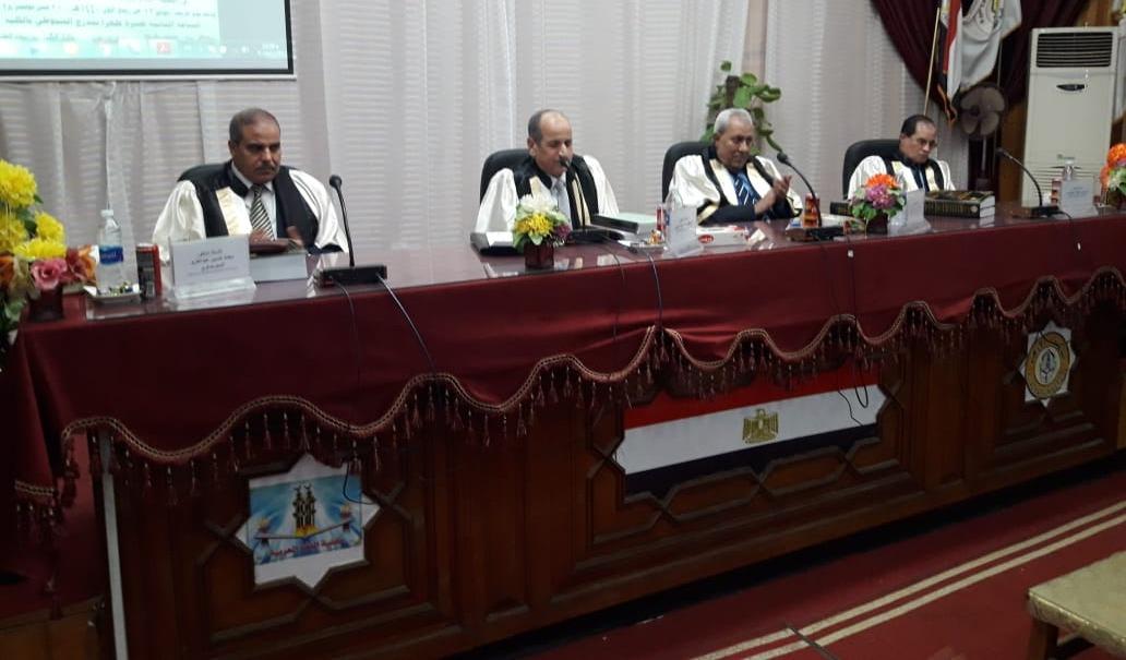 رئيس جامعة الأزهر يناقش رسالة دكتوراه في اللغويات بفرع أسيوط