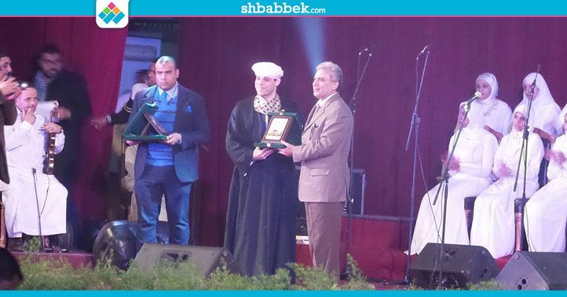 قناة الشارقة ومدرسة الإنشاد الديني تكرمان جابر نصار (صور)