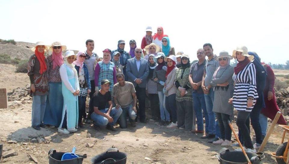 رئيس جامعة كفر الشيخ يزور الوفد المشارك في التنقيب عن الآثار بمنطقة «بوتو»